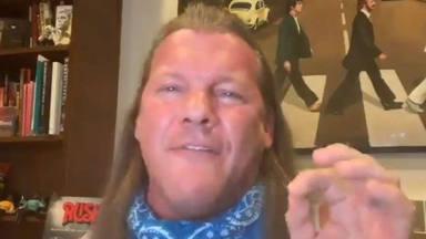 """Chris Jericho (Fozzy) canta una terrible versión de """"Youth Gone Wild"""" y siembra dudas sobre si hace playback"""