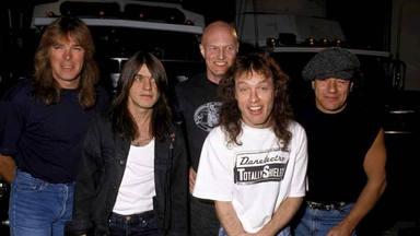 """Chris Slade recuerda cómo Angus y Malcolm Young le """"echaron"""" de AC/DC: """"No me gusta que me mareen"""""""