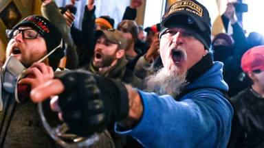 Jon Schaffer (Iced Earth) fue disparado con espray de pimienta cuando asaltó el Capitolio estadounidense