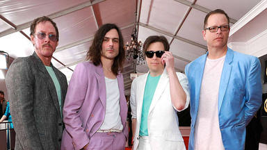 Weezer se pasa al metal de los 80's con su nuevo álbum 'Van Weezer'