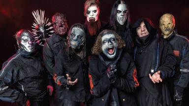 ¿Por qué Slipknot llevan máscaras sobre el escenario?