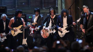 De izda. a dcha.: Jimmy Page, Jeff Beck, Ron Wood, Joe Perry, Kirk Hammett y James Hetfield