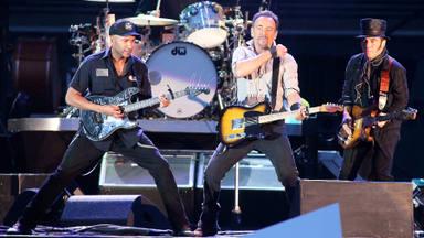 Tom Morello (RATM) recuerda cómo fue tocar AC/DC junto a Bruce Springsteen y Eddie Vedder