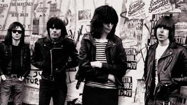 Imagen de la portada de 'End Of the Century: The Story Of The Ramones'.