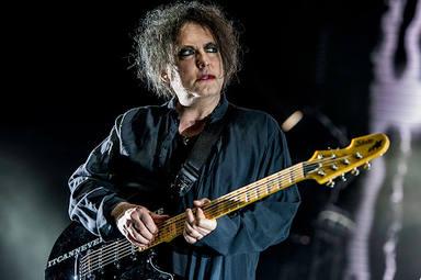 """Robert Smith (The Cure) sacará un disco que será """"una hora de ruido"""": """"No podía publicarlo con la banda"""""""