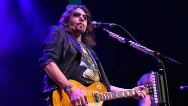 """Así se colaron Ace Frehley (ex-Kiss) y un """"puñado de estrellas del rock"""" en un concierto de Slash sin pagar"""