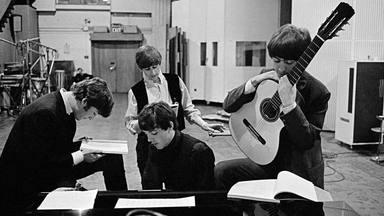 """Lo """"nuevo"""" de The Beatles no se escucha, se estudia"""