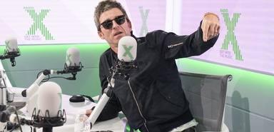 Noel Gallagher (Oasis) cambia su guitarra por un micrófono de radio