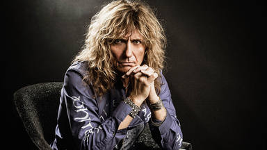 El timo rockero que ha enfurecido a los miembros de Poison, Whitesnake y Eagles