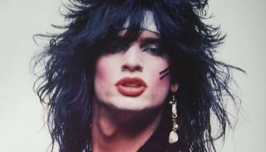 Cómo Tommy Lee (Mötley Crüe) le dio una lección a Warrant con una bandeja de sus propios excrementos