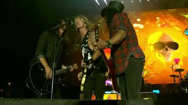 """Los Guns N' Roses más desafiantes publican la versión oficial de """"Paradise City"""" cortada por el toque de queda"""
