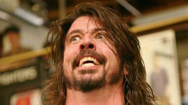 Dave Grohl (Foo Fighters) relata su insólita experiencia drogándose con setas alucinógenas en Navidad