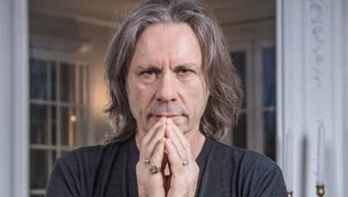Bruce Dickinson (Iron Maiden) te invita a conocer todos los secretos de Powerslave