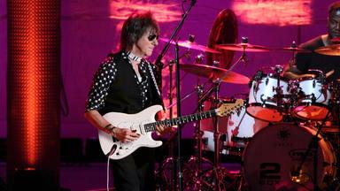 """Jeff Beck afirma que el """"rarito"""" de Jimmy Page le copió con Led Zeppelin"""