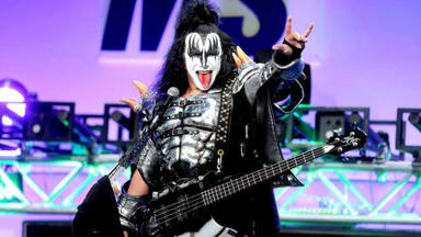 """Genne Simmons (Kiss) culpa a los fans del declive de la industria musical: """"Es como con las cucarachas"""""""