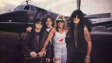 """La mayor locura de Tommy Lee (Mötley Crüe) en un avión: """"Ni siquiera se le derramó la copa"""""""