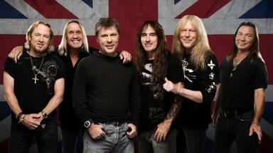 """Iron Maiden tiene """"algunas sorpresas emocionantes planeadas"""", según Adrian Smith"""