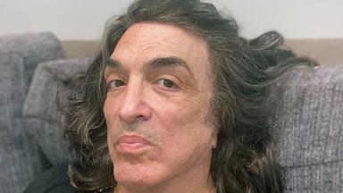 Paul Stanley (Kiss), pillado por la calle y sin mascarilla cinco días después de contraer COVID-19
