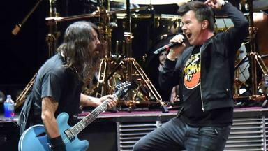 "La brutal versión de Rick Astley (""Never Gonna Give You Up"") del ""Everlong"" de Foo Fighters"