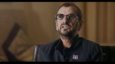 """Brian Johnson (AC/DC) o Ringo Starr (The Beatles) hablan sobre """"tirarse pedos"""" estando de gira"""