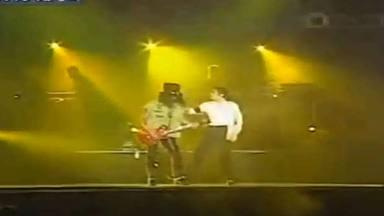 """La insufrible """"flipada"""" de Slash que hizo enfadar a Michael Jackson encima del escenario"""