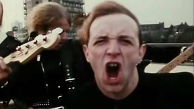 """Protestantes """"ocupan"""" la radio de la policía de Nueva York para poner """"Breaking the Law"""" de Judas Priest"""