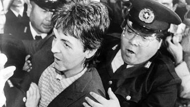 Entre rejas: cinco grandes rockeros que tuvieron problemas con la ley (y los crímenes que cometieron)