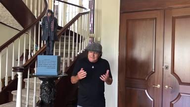 """Brian Johnson (AC/DC) lanza un mensaje a sus fans: """"Estoy tan aburrido como vosotros, ansioso de salir ahí"""""""
