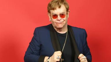 Elton John reacciona después de que una boyband coreana le nombre en una de sus canciones