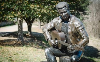 Otis estatua