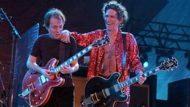 Angus Young recuerda cómo Keith Richards trató a AC/DC cuando tocaron con The Rolling Stones