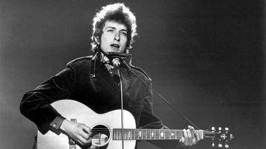 La legendaria primera grabación de Bob Dylan, que se grabó con amigos y de fiesta, cumple 60 fabulosos años