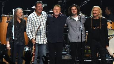 """Eagles publican su primer disco en 20 años, esto es """"Live from The Forum MMXVIII'"""