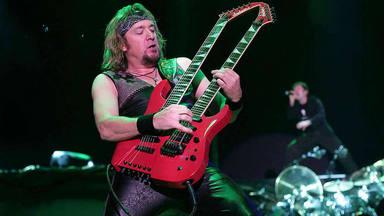"""El zasca de Adrian Smith (Iron Maiden) a los que dicen que """"cualquier guitarrista puede tocar el bajo"""""""