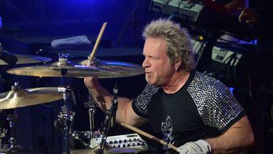 El batería de Aerosmith, Joey Kramer, da su sincera opinión sobre Dave Grohl (Foo Fighters, Nirvana)