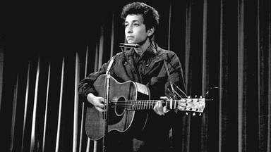 """Las cinco cosas que desconoces de """"Blowin' in the Wind"""", la canción que Bob Dylan compuso en 10 minutos."""