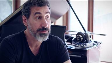 """Serj Tankian (System of a Down) desvela cuál sería su plan para la banda: """"Tenemos que imitar a Metallica"""""""