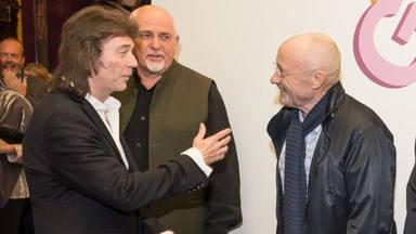 """Steve Hackett recuerda su primer concierto con Genesis: """"Phil Collins estaba borracho, fue un caos"""""""