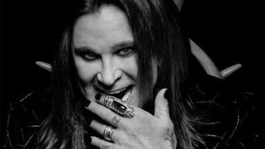 "Ozzy Osbourne: ""Tengo suerte de no haber muerto ahogado en mi propio vómito, como Bon Scott (AC/DC)"""