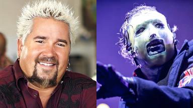 """Así se """"escondió"""" el famoso cocinero Guy Fieri en la primera fila de un concierto de Slipknot"""