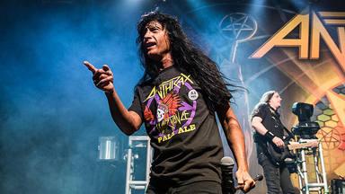 """El cantante de Anthrax recuerda la aparición de la banda en la serie """"Matrimonio con Hijos"""""""