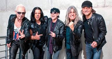 Era tan fan de Scorpions que se hizo amigo de la banda y ahora desvelará su historia