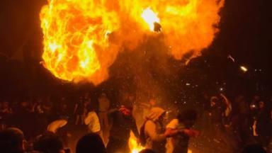La policía de Los Ángeles disuelve un concierto de punk ilegal con pelotas de goma