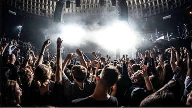 """Un nuevo estudio demuestra que """"ir a conciertos sin restricciones COVID es tan peligroso como ir a comprar"""""""