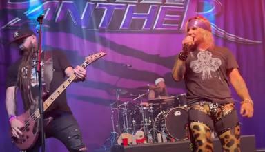 Así suena Steel Panther tocando Judas Priest con el bajista de Five Finger Death Punch