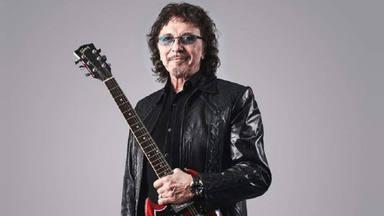 Tommy Iommi (Black Sabbath) luce así de bien junto a la increíble SG Special de Gibson