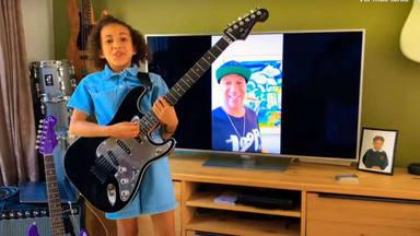 Tom Morello sorprende a la niña que se hizo virtal por tocar sus canciones con un increíble regalo