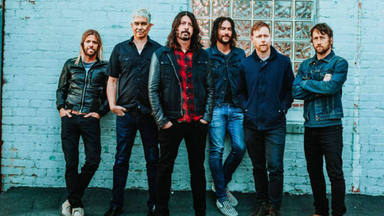 "Escucha el nuevo single de Foo Fighters: esto es ""Waiting On A War"""