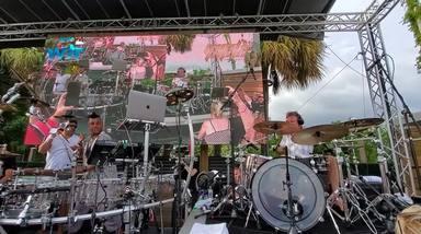 Mira a Rick Allen, batería de Def Leppard, mezclar el rock de AC/DC con la música electrónica