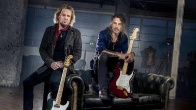 ¿Qué pasa si juntas al guitarrista de Iron Maiden y al de Poison en el mismo estudio? Esto es Smith/Kotzen